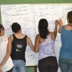 Participantes sistematizando conocimientos...