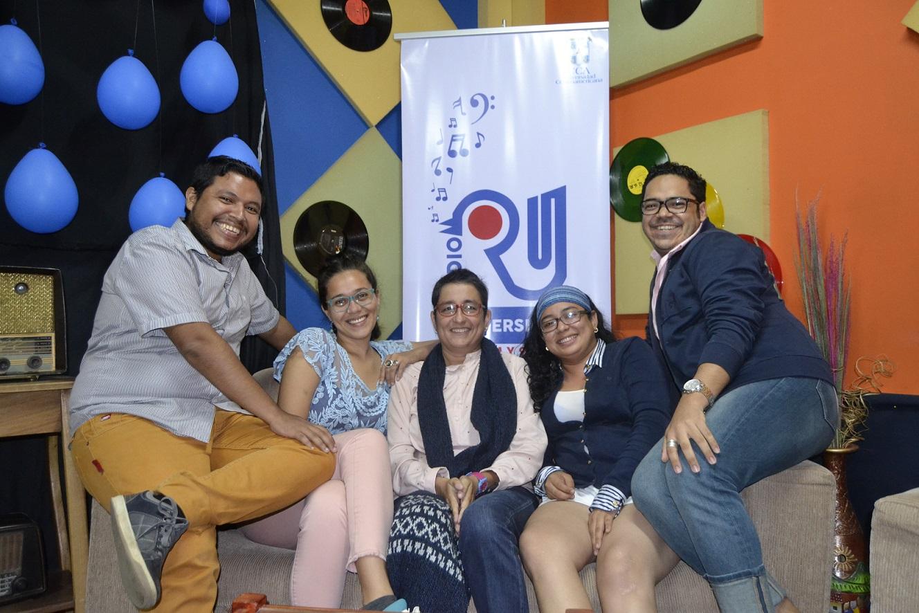 De izq. a der. Franklin Hooker, Ariana McGuire, Cristina Arévalo, Rosi Castillo y Elvis Salvatierra